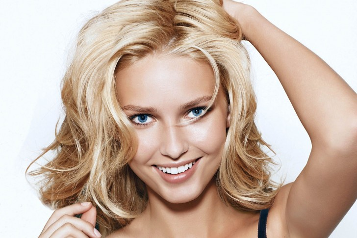 Adriana-Cernanova-Blonde-Woman-Smile-485x728