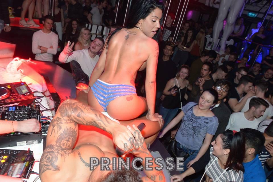 Andreia Machado sem pudores em discoteca