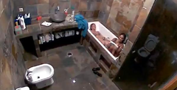 Érica Silva em cenas lésbicas com Séfora Arruda