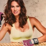 Cláudia Vieira despe-se para revista e está em grande forma