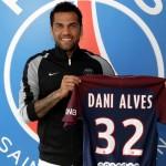 Daniel Alves em negociações para comprar clube português
