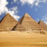 Bronca: Casal faz sexo nas pirâmides e causa polémica (com vídeo)